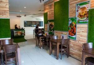 cesped artificial decorativo interior en bares y restaurantes
