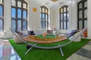 cesped artificial decorativo interior para salon y zonas de ocio