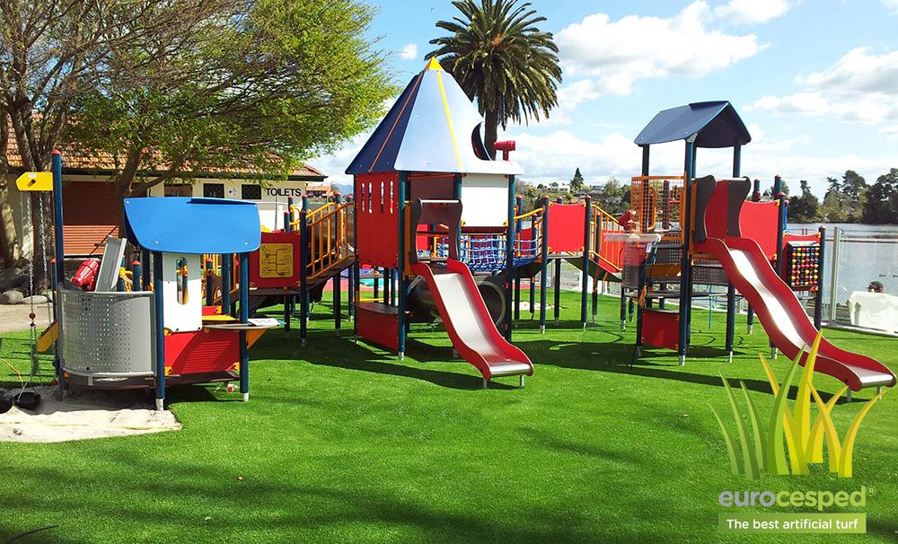 ejemplo instalacion cesped artificial parques infantiles